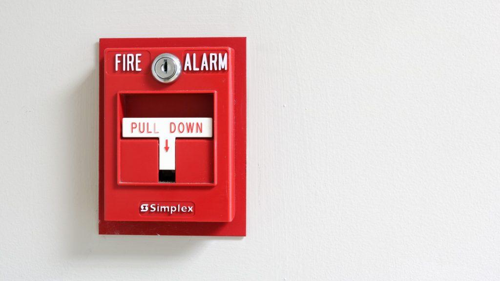 Pourquoi votre alarme incendie se déclenche-t-elle de manière aléatoire