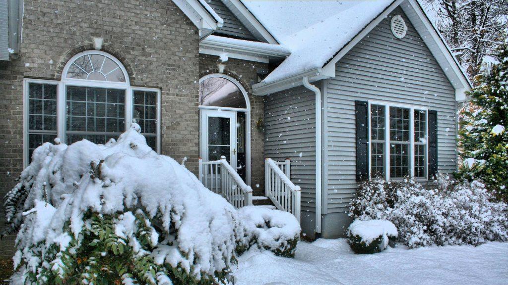 Comment prévenir les cambriolages en hiver sur votre maison vacante